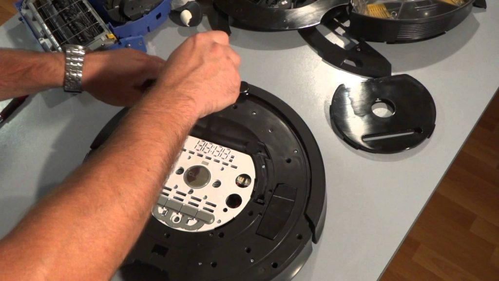 Cómo desmontar y reemplazar los sensores de parachoques en la serie iRobot