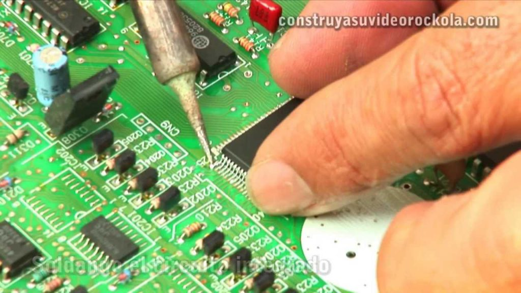 Cómo cambiar un circuito integrado de superficie (SMD)
