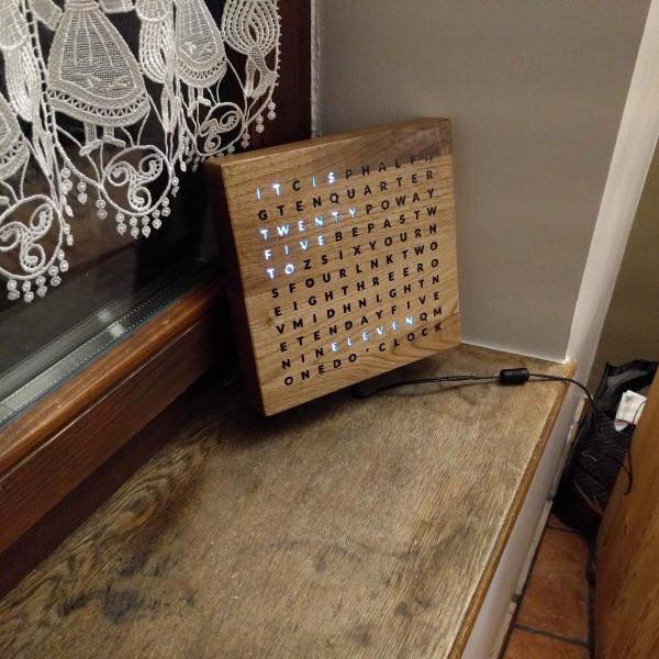 Cómo hacer un reloj alfabético de madera