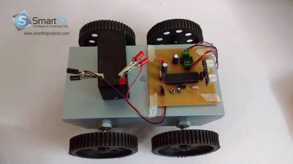 Vehículo robótico ultrasónico para evitar obstáculos utilizando un microcontrolador de base 8051