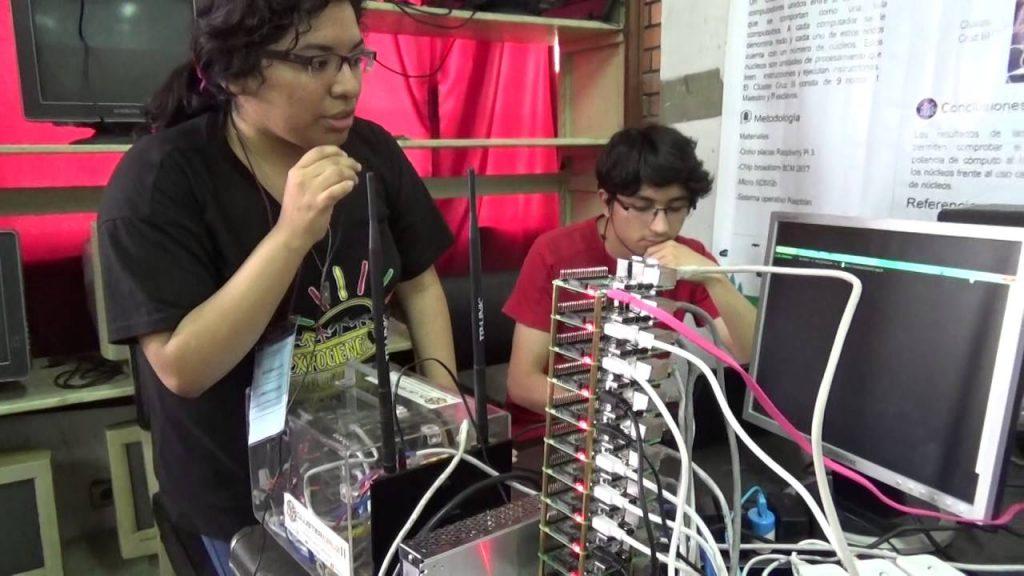 Cluster de Raspberry pi 3. Cynthia Calixtro y Juan Carlos Tuesta